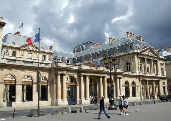 Υπουργός Υγείας Γαλλίας: Τα εμβολιασμένα άτομα διατρέχουν μεγαλύτερο κίνδυνο να πεθάνουν, αν κολλήσουν τον ιό!
