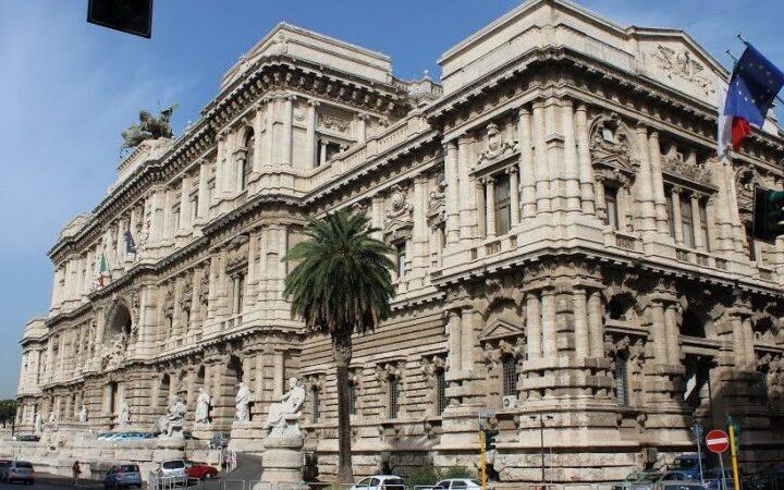 Ανώτατο δικαστήριο της Ιταλίας ξεκαθαρίζει, Κανένα προνόμιο για εμβολιασμένους! Και οι εμβολιασμένοι μεταδίδουν τον ιό!