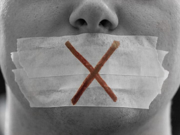 Ψάχνουν τρόπους να εκφοβίσουν την ελεύθερη άποψη στα κοινωνικά μέσα… (βίντεο)